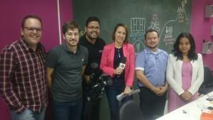 Equipe EMSISTI e Parque Tecnológico de São José dos Campos com a repórter e câmera da TV Vanguarda.